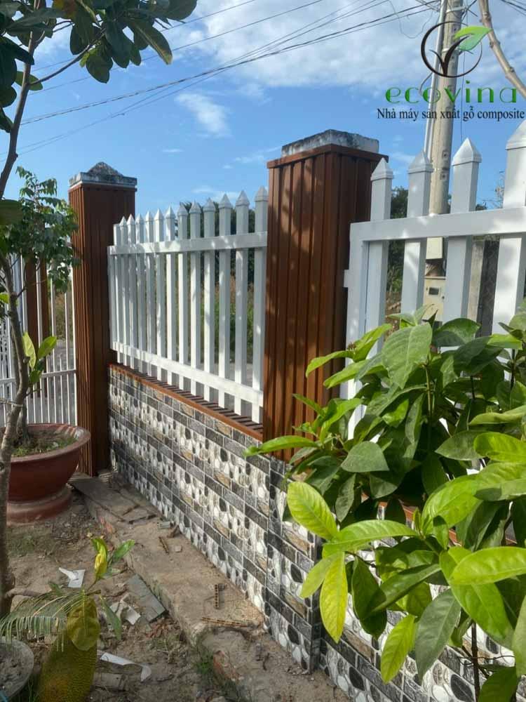 Tường rào ốp gỗ nhựa composite Ecovina mã EW204T16 được đại lý thi công tại Hồ Chí Minh