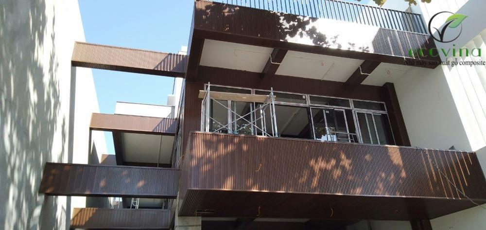 Công trình biệt thự dùng tấm ốp, lam nhựa giả gỗ ốp tường