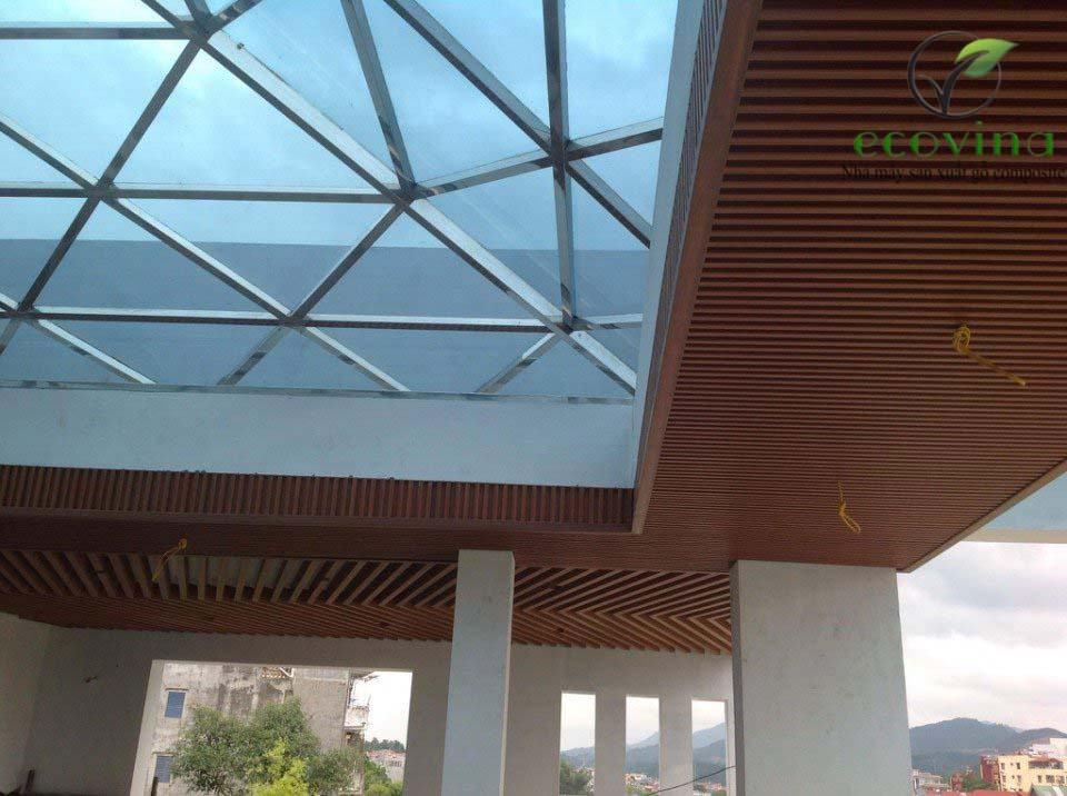 Trần nan gỗ nhựa composite tại Hồ Chí Minh
