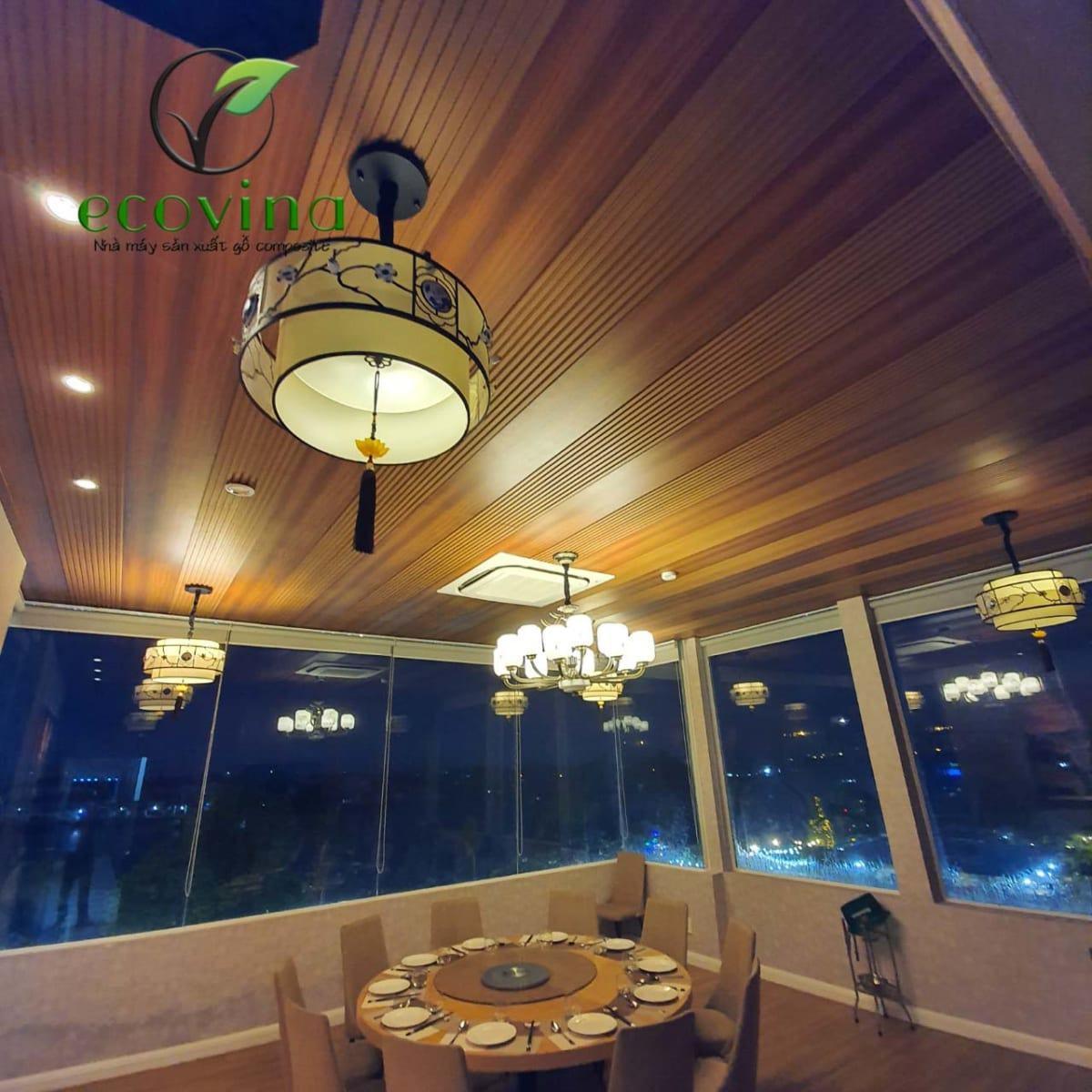 Ốp trần tường gỗ nhựa composite cho nhà hàng tại thành phố Hồ Chí Minh