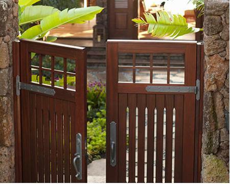 Cổng gỗ tự nhiên