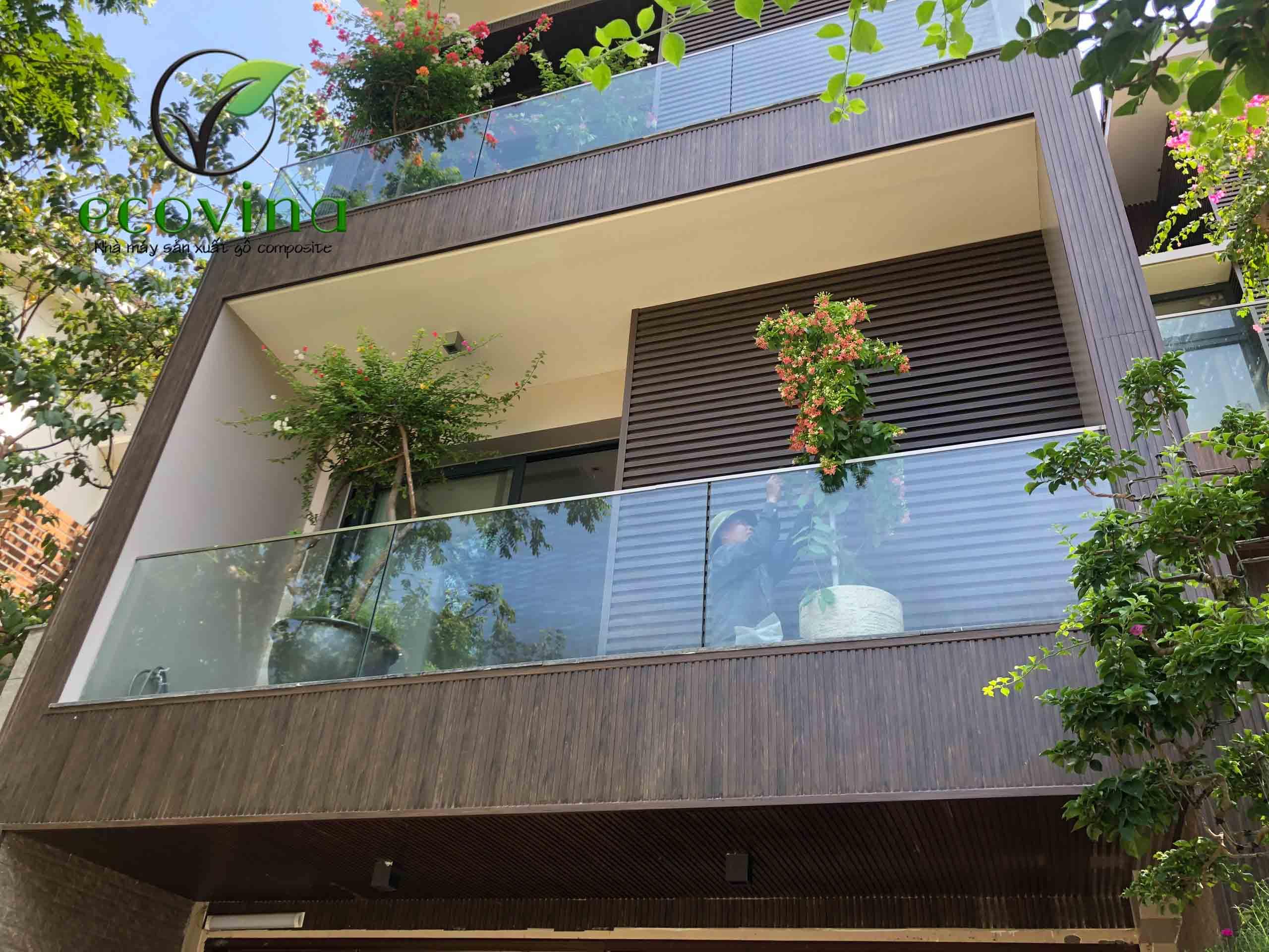 Tấm nhựa ốp tường sủ dụng cho cả không gian nội và ngoại thất của ngôi nhà