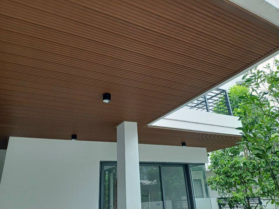 Tấm ốp trần gỗ nhựa composite ngoài trời