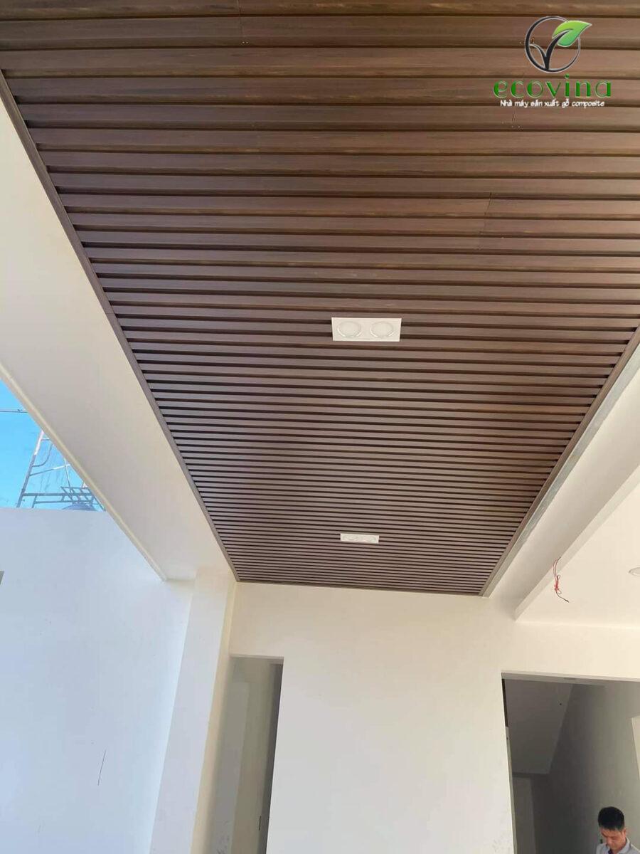 Ốp trần dạng lam sóng gỗ nhựa composite