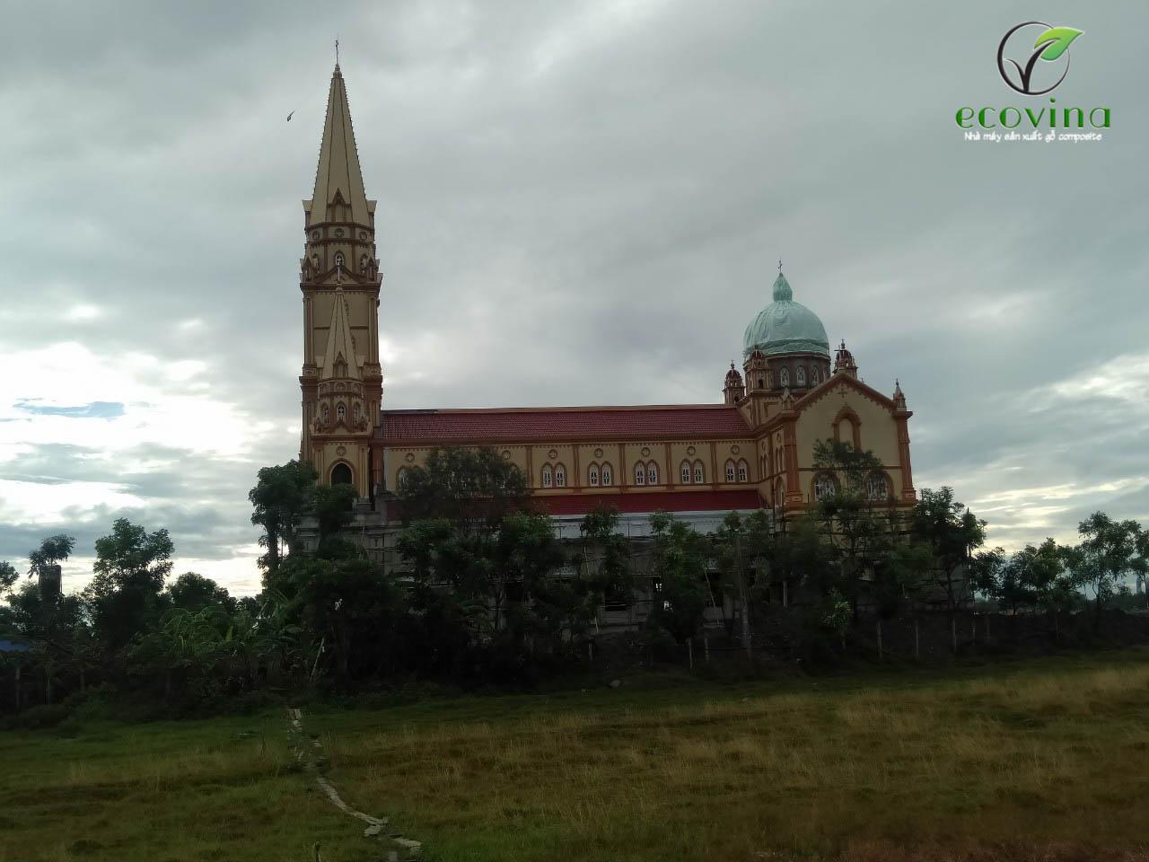Ecovina thi công ốp trần gỗ nhựa composite cho nhà thờ tại Hà Tĩnh