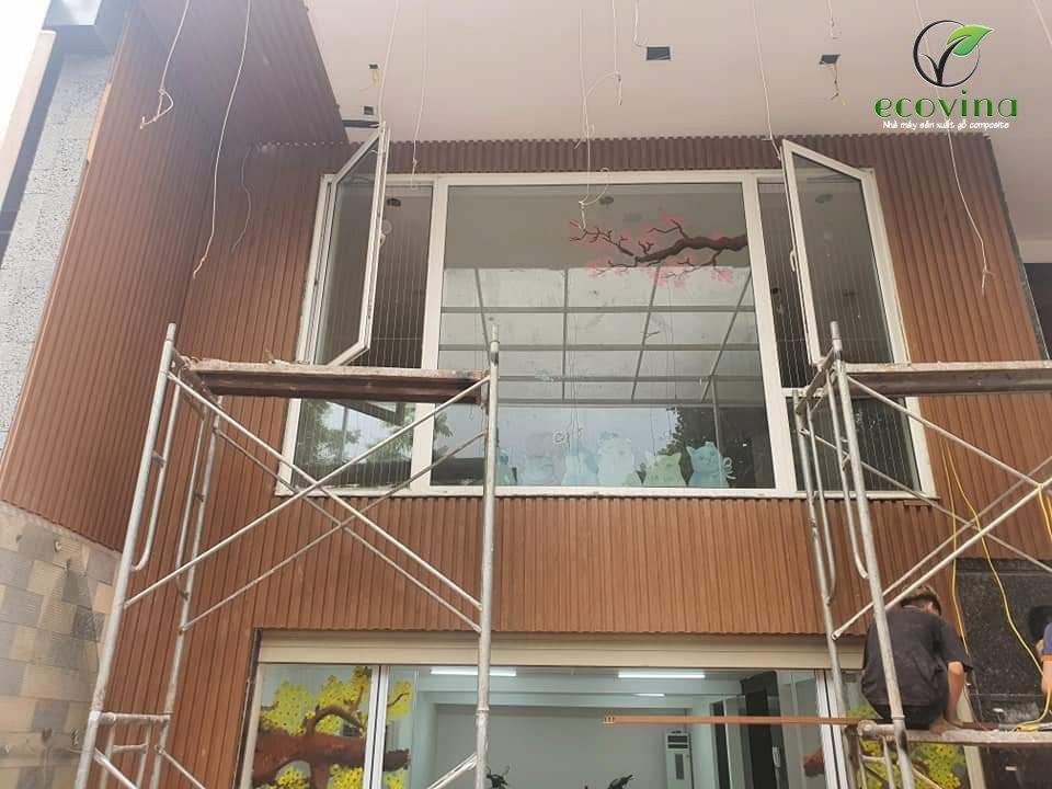 Ecovina thi công tấm ốp gỗ nhựa cho công trình tại Hà Nội