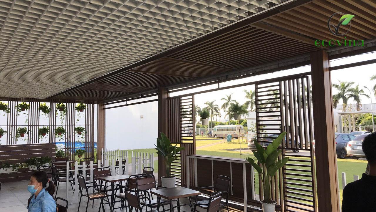 Thi công tấm ốp tường, lam gỗ nhựa composite Ecovina tại một quán caffe tại Hưng Yên